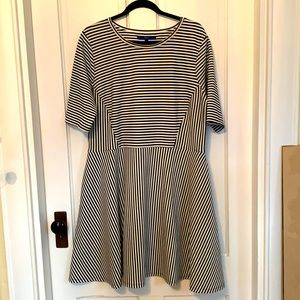 Apt 9 black and white striped dress size XL GUC